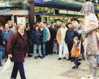 pantomime-statue